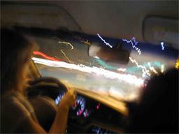 динамичное вождение автомобиля в городе